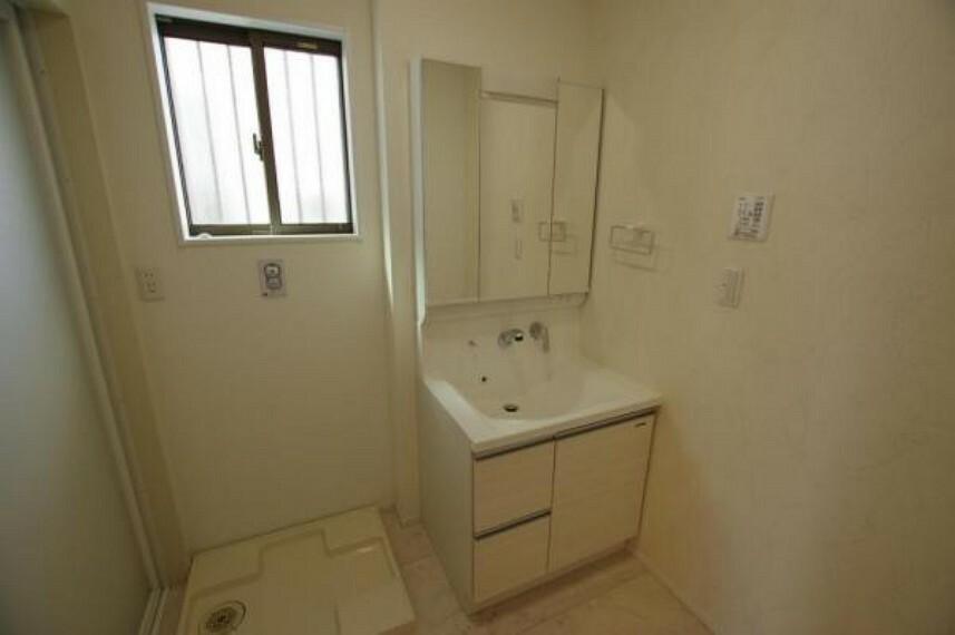 洗面化粧台 洗面所には収納があるのでスキンケア用品もしまえます