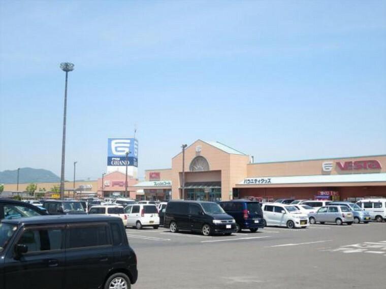 ショッピングセンター フジグラン十川まで1000m、車で2分です。