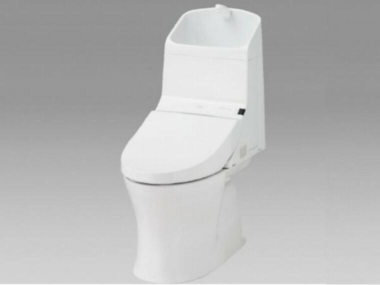 トイレ 【同仕様写真】トイレはTOTO製の温水洗浄機能付きに新品交換します。表面は凹凸がないため汚れが付きにくく、継ぎ目のない形状でお手入れが簡単です。