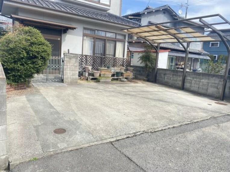 駐車場 【リフォーム前写真】(2/28日撮影)駐車場は並列で2~3台駐車可能です。お車の多いご家族も、車の出し入れには困りませんね。