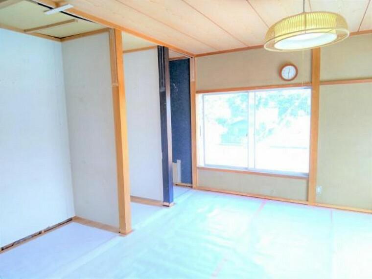 【RF中写真】4/30撮影  和室は洋室に間取り変更予定です。天井、壁をクロス張り床をフローリング重ね張り予定です。照明、建具も新品に交換予定です。