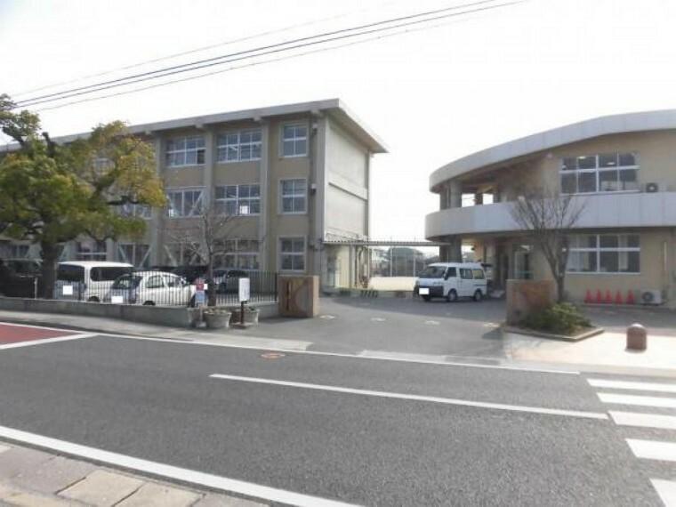 小学校 【周辺環境】小楠小学校まで500m(徒歩7分)。学校が近いとお子様の通学も楽になりますね。