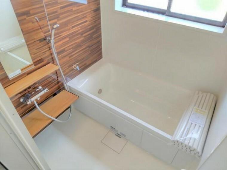 浴室 【リフォーム済】1坪の広々した浴槽で、お子様やお孫さんと一緒にお風呂を楽しんでください。
