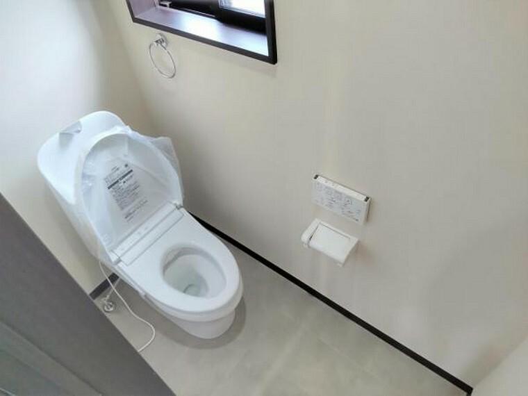 トイレ 【リフォーム済】もちろんトイレも新品交換済みです。直接お肌に触れる部分なので、新品だと嬉しいですね。