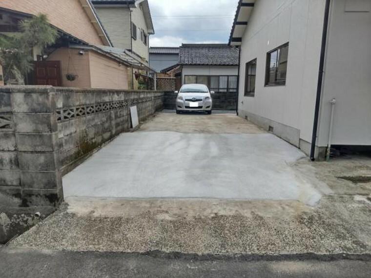 駐車場 【リフォーム済】駐車場写真です。倉庫を撤去し駐車スペースを拡張しました。
