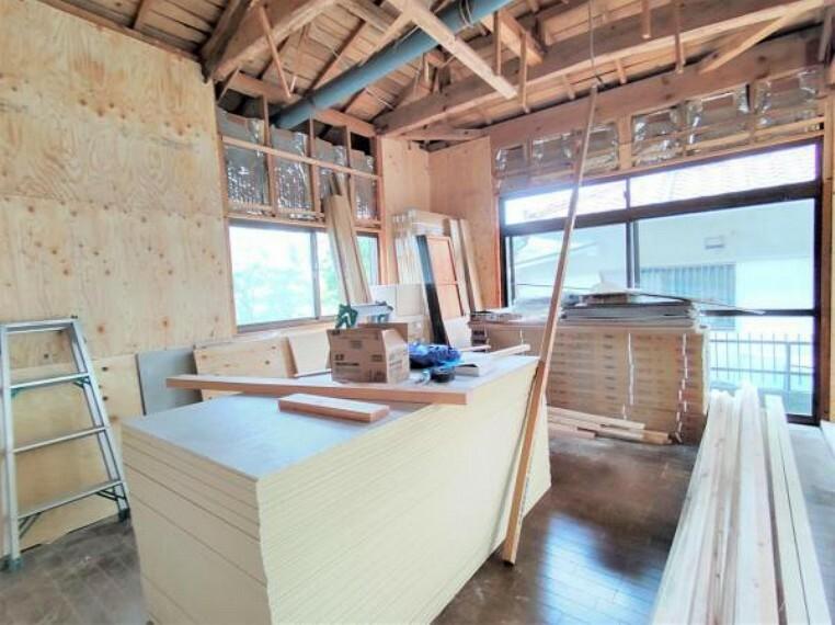 【リフォーム中】1階北東9帖洋室です。クローゼットを設置することで片付けラクラクでお部屋を広々使っていただけますよ。