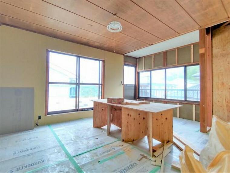 【リフォーム中】2階東側9.5帖洋室です。和室から洋室へ間取り変更を行い、収納を2か所造作予定です。夫婦の寝室として使っていただけますよ。