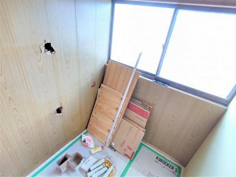 【リフォーム中】2階西側8畳洋室に隣接する書斎です。リモートワークや勉強スペースとしてお使いいただけますよ。