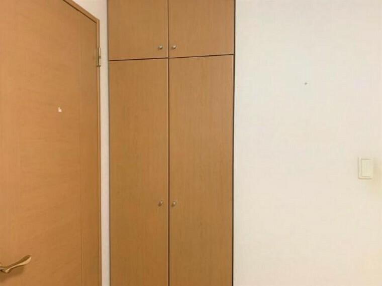 収納 【リフォーム前写真】約6帖の洋室には、ウォークインクローゼット以外にもクローゼットがあります。