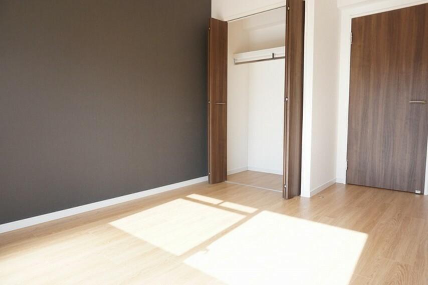 各部屋に収納が完備されているので、お荷物が多くなっても安心です。