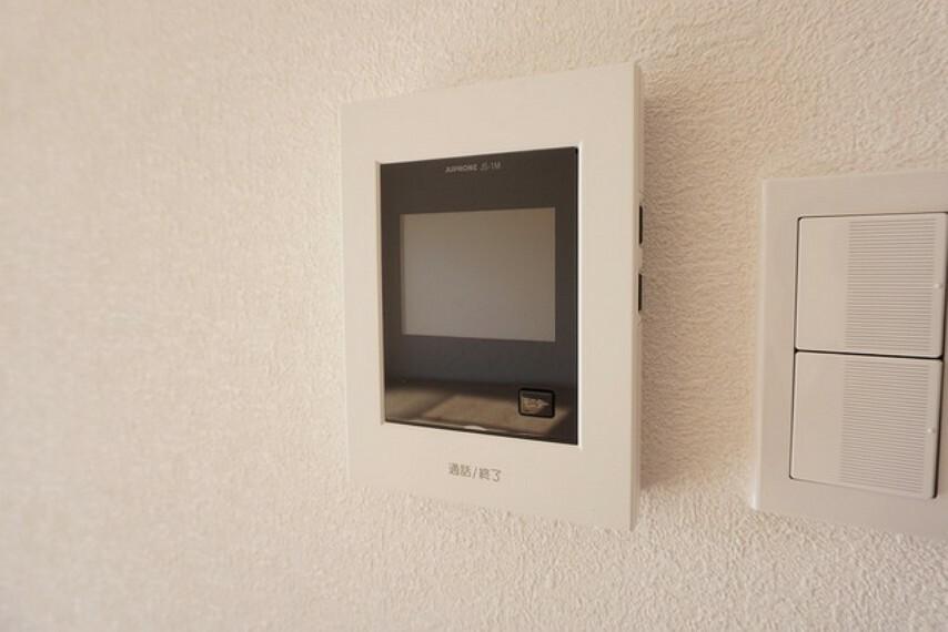 防犯設備 防犯性、セキュリティ対策に安心できるテレビモニター付きインターフォンです。セールスマン対策にもなり安心できます。