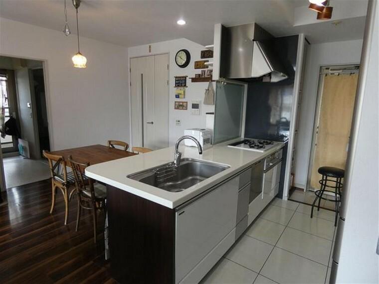キッチン 食器洗乾燥機付で機能的なシステムキッチンです