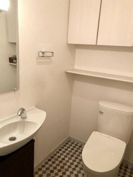 トイレ 手洗い、収納付で快適なトイレ