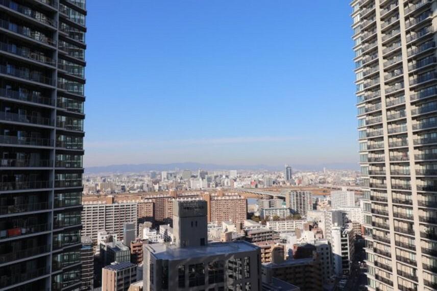 眺望 【物件からみた眺望】都市の景観と一体となったくつろぎは非日常的な世界です。