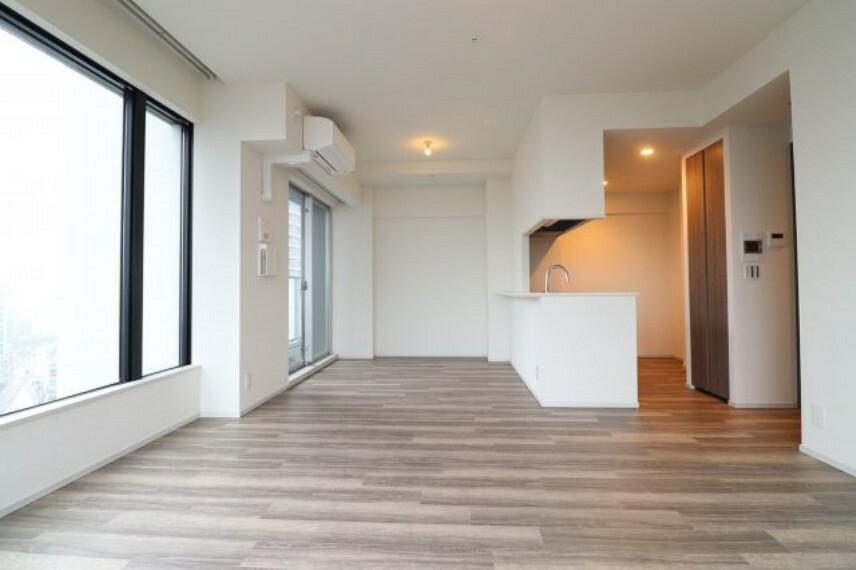 リビングダイニング 【リビングダイニング】オープンキッチンや床暖房機能など、快適な空間でお過ごしいただけます。