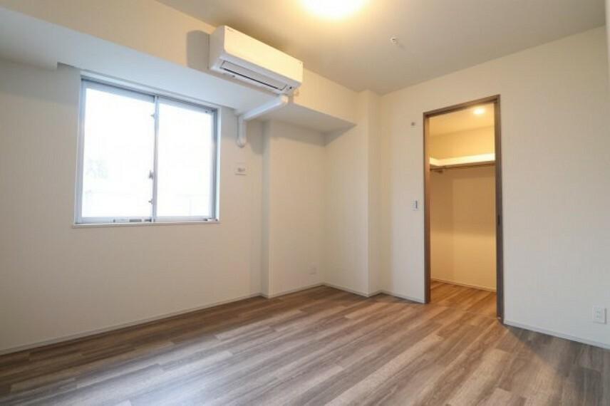 洋室 【洋室】7.1帖の洋室です。大き目の寝具を設置してもゆとりのある広さです!