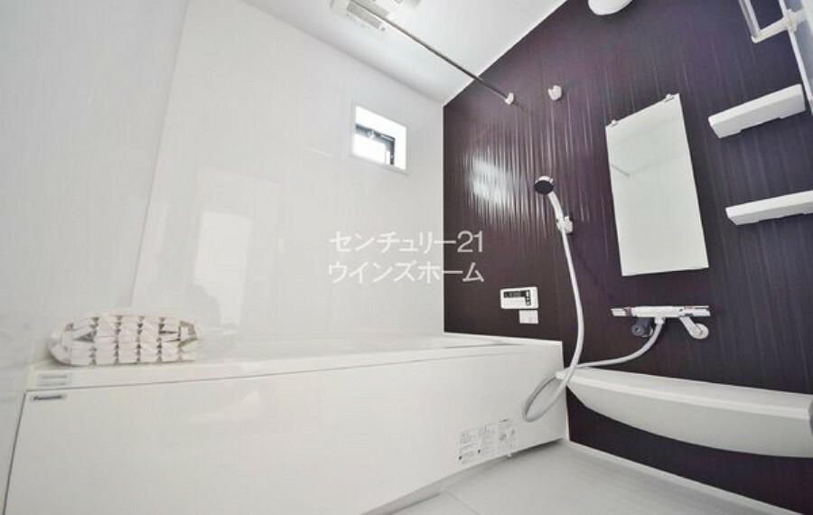 浴室 浴室には、衣類が乾かせる暖房乾燥機能を搭載! ゆったり寛ぎながら、心と体をリフレッシュ! 一日の疲れを癒して、明日の活力も充電しちゃいましょう!