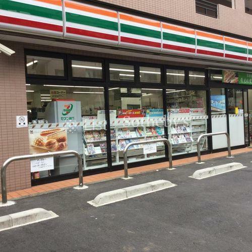 コンビニ セブン‐イレブン/世田谷玉川店 徒歩1分。