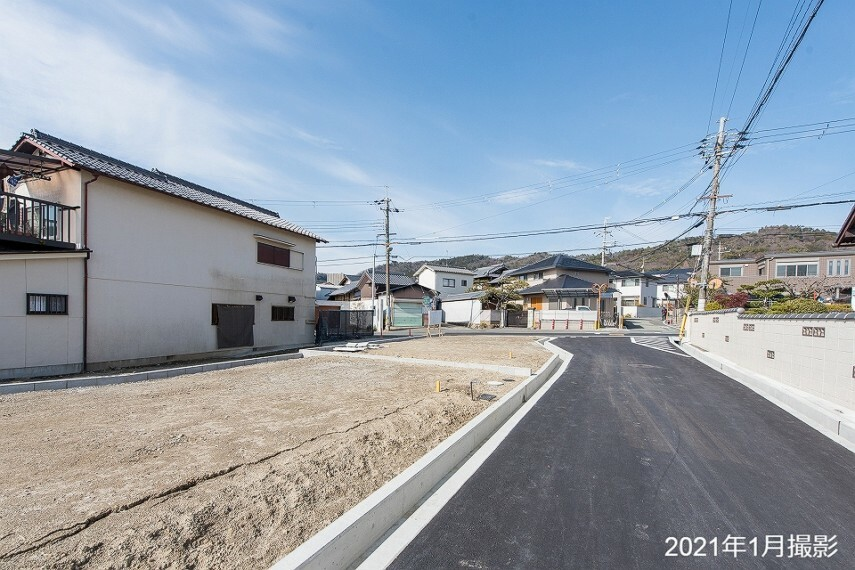 現況写真 北大阪急行線延伸を機に再整備が進む箕面エリアに34坪超の1区画を分譲中。利便性と穏やかな環境を享受し、都心へのアクセスとフットワークの良さも魅力のロケーションです。/2021年1月撮影