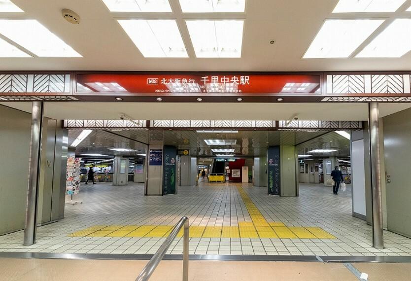 阪急バス乗車13分「白島」停下車徒歩5分(約370m)。北大阪急行線、大阪モノレール線の2路線が利用可能です。「梅田」駅へは乗車19分でアクセス。駅周辺には多彩な生活利便施設が揃っています。