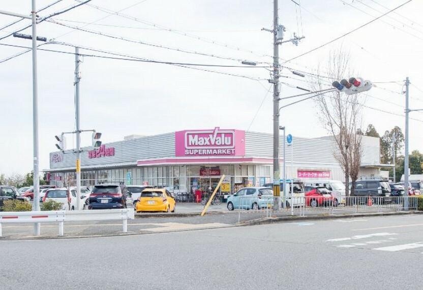 スーパー 徒歩10分(約760m)。食品やお惣菜、日用品、酒類の取り扱いがある24時間営業のスーパーです。店内にATMが設置されています。駐車場もあり、夜間のお買い物やまとめ買いにも便利です。