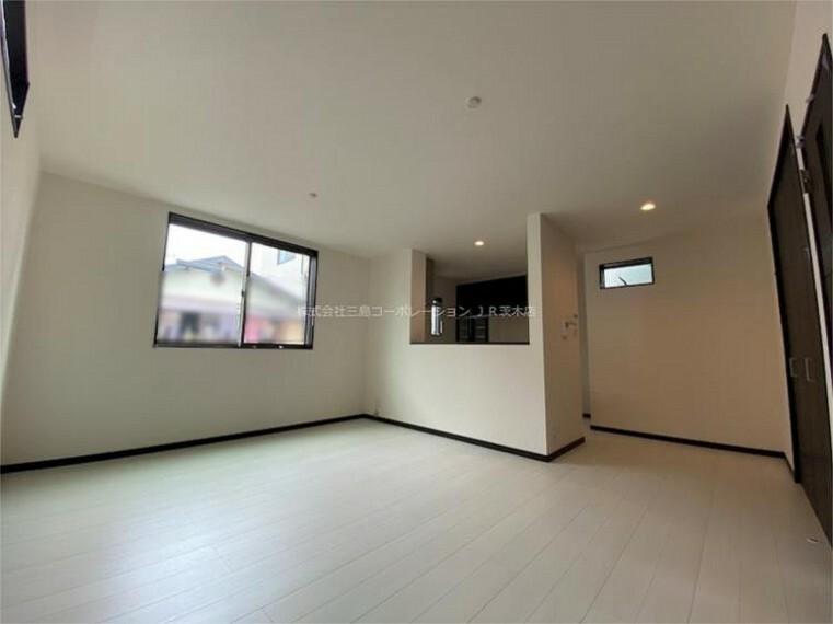 居間・リビング LDK約16.5帖、床暖房も施工されております