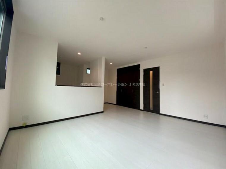 居間・リビング 白と黒を基調としたスタイリッシュな空間