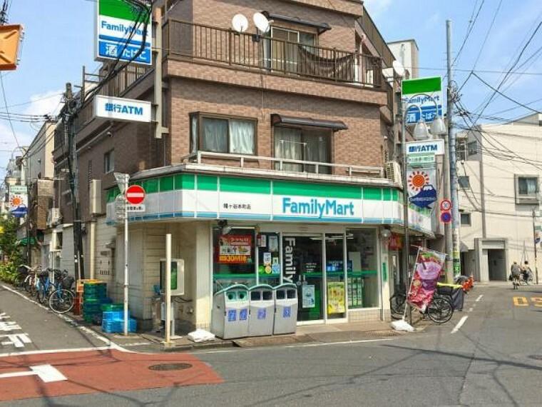 コンビニ ファミリーマート幡ヶ谷本町店:徒歩3分に便利なコンビニ(204m)