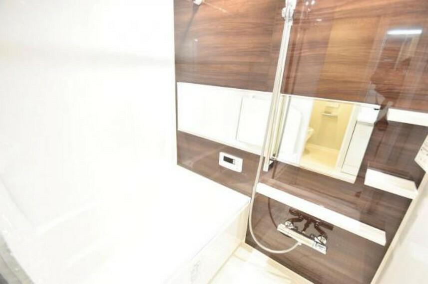 浴室 浴室はのびのびと足を伸ばせるサイズ感!