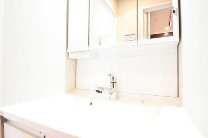 洗面化粧台 忙しい朝に嬉しいおおきな独立洗面台です