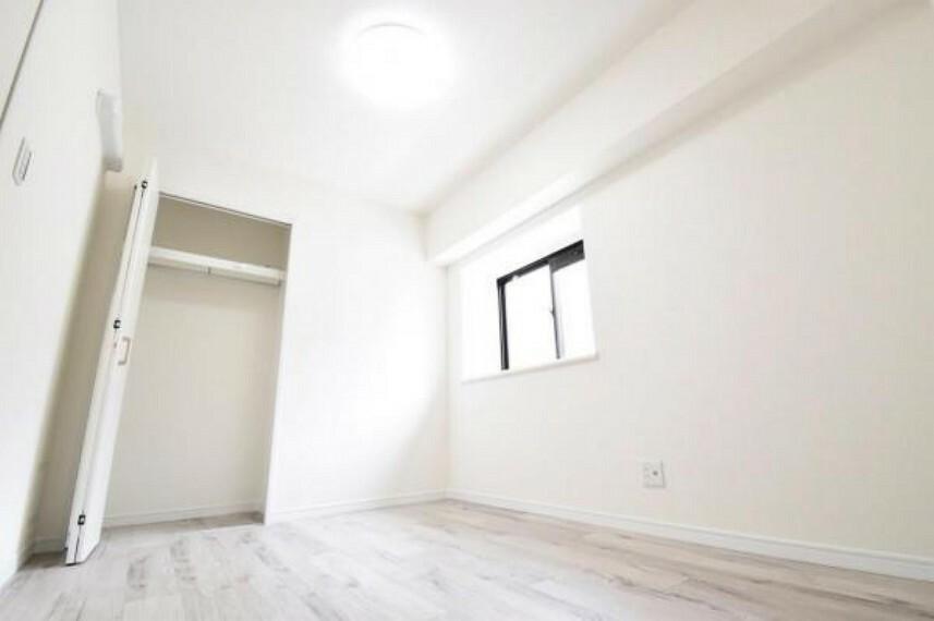 モダンな雰囲気の洋室です