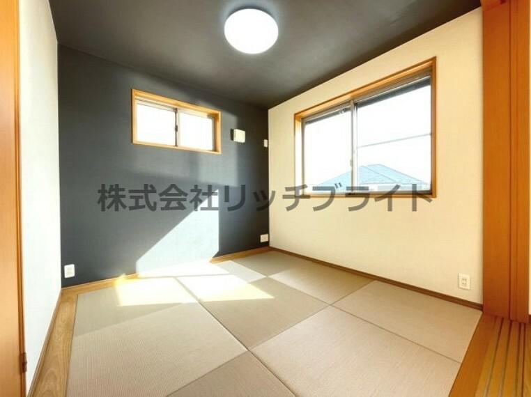 和室 二階の和室スペースには明るい陽が差し込みます。