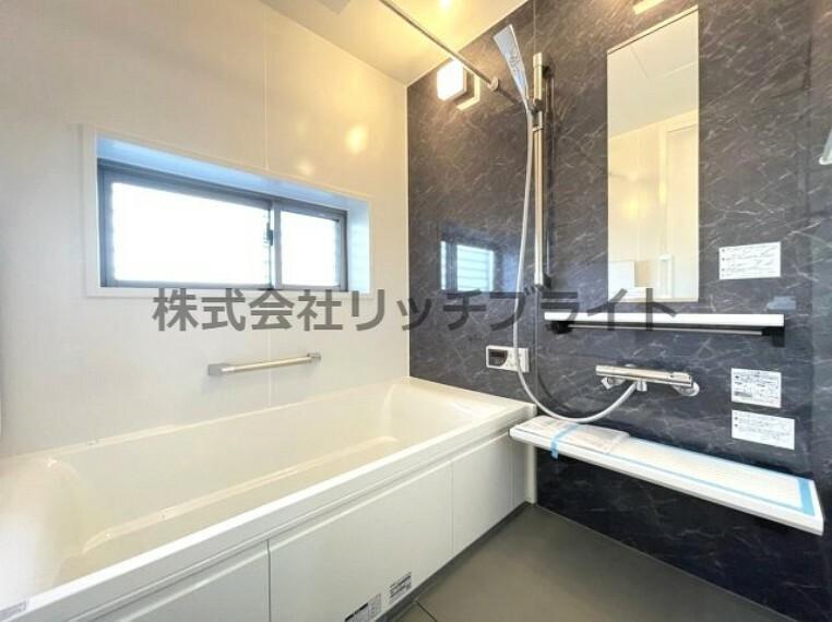 浴室 新規交換されたユニットバスは浴室換気乾燥暖房機付きです。