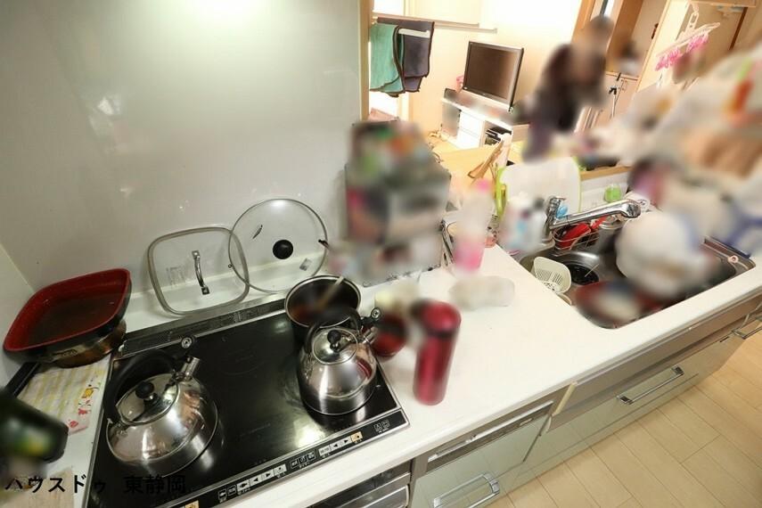 キッチン IHクッキングヒーター使用。嬉しい食洗器付き!面倒な皿洗いは食洗器に任せてしまいましょう。