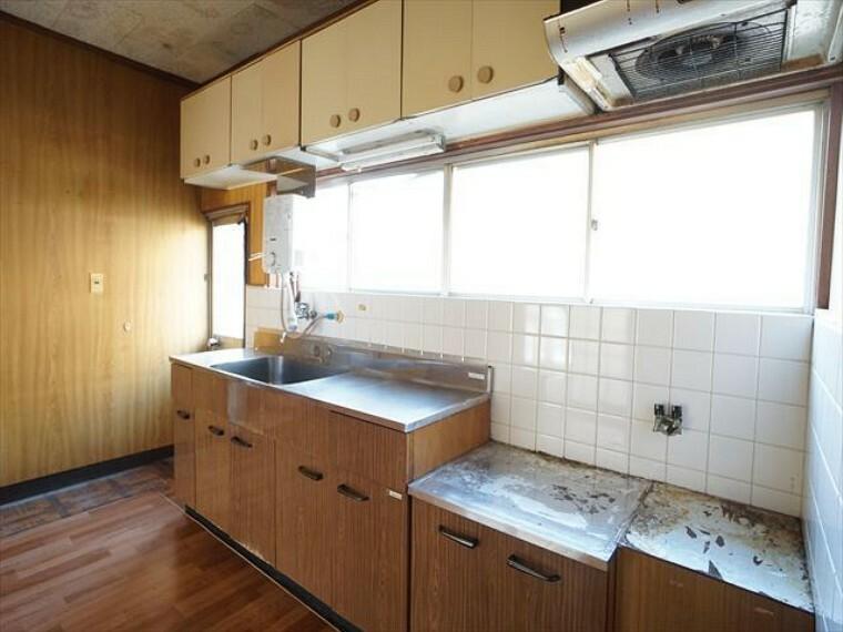 キッチン 北側の大きい方のキッチンです