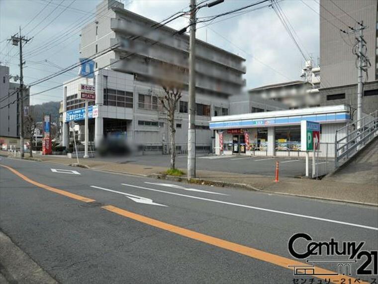 コンビニ ローソンJR三郷駅前店