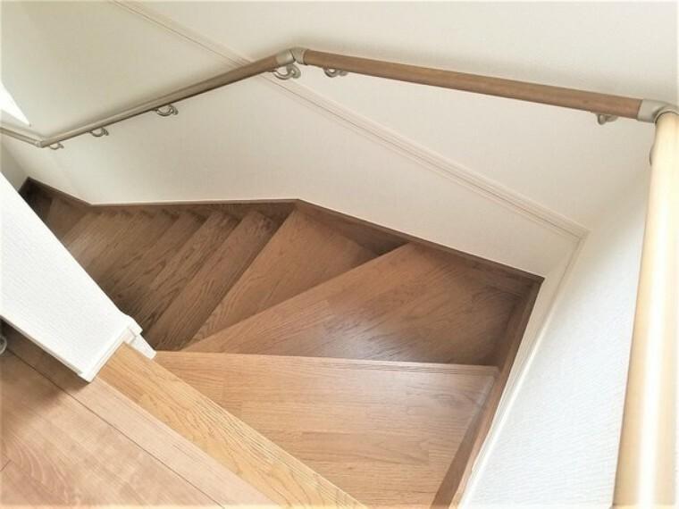 階段には手すりがあるので安心です。
