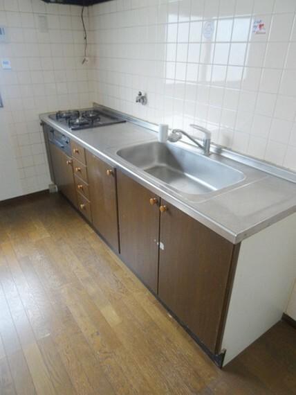 キッチン 3口ガスコンロです