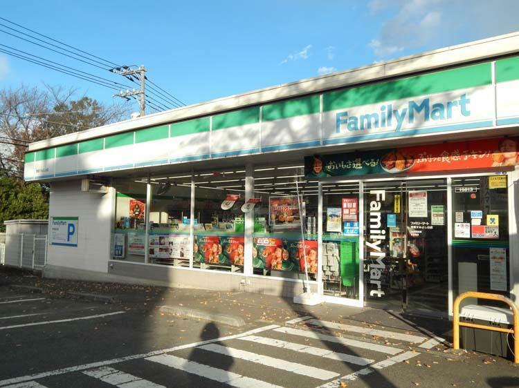 コンビニ ファミリーマート 青葉すみよし台店まで450m 近くにあると嬉しいコンビニまで徒歩6分。バス停の近くで通勤時にも便利です。