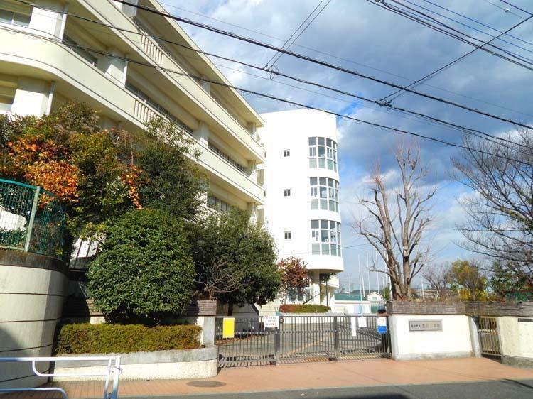 小学校 恩田小学校まで450m 舗装された歩道のある通学路で通える小学校です。放課後キッズクラブもあり共働きのご夫婦も安心です。