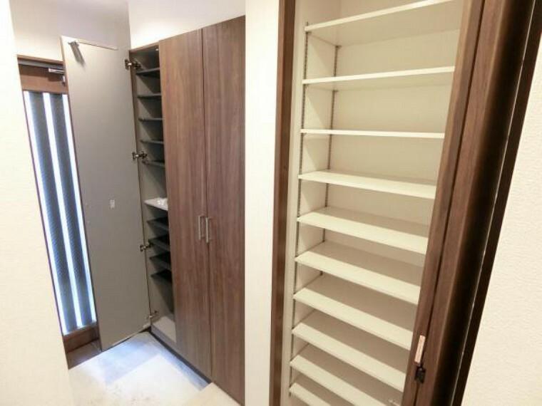 収納 玄関の収納力も豊富。可動棚もあり、様々な物がたっぷり収納できます。