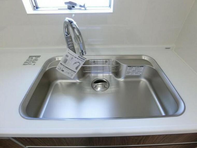 キッチン タッチレス式水栓と静音性シンク