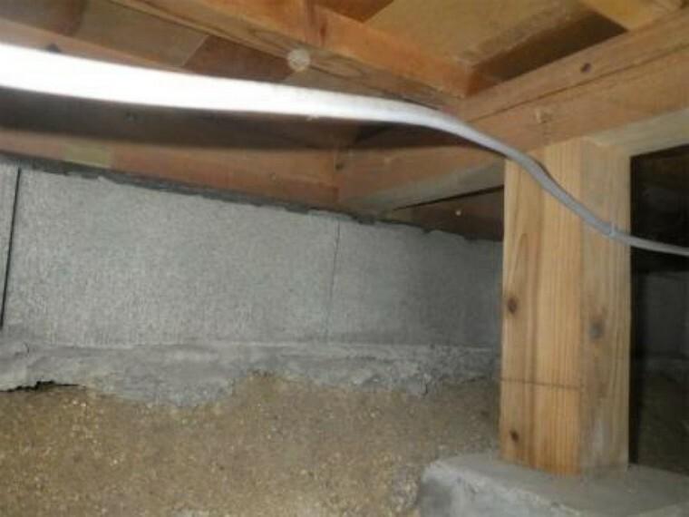 構造・工法・仕様 中古住宅の3大リスクである、雨漏り、主要構造部分の欠陥や腐食、給排水管の漏水や故障を2年間保証します。その前提で床下まで認の上でリフォームし、シロアリの被害調査と防除工事もおこなっています。