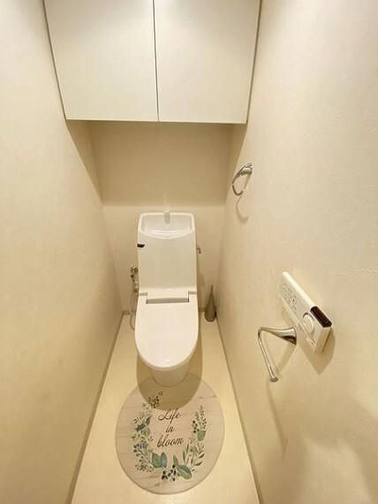 トイレ トイレも広々!収納吊り戸あり!