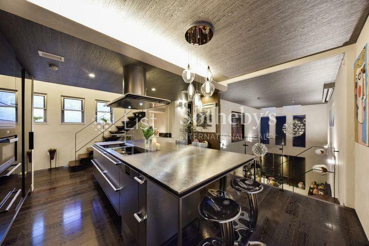キッチン キッチン 存在感のあるアイランドキッチンは作業スペースもひろく使い勝手 。