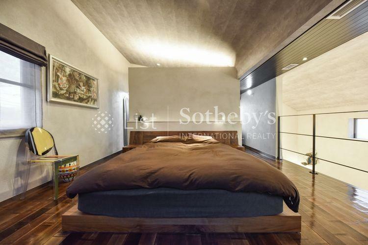 寝室 室内 2WAYのWIC付き、室内の雰囲気を大切にした収納デザイン。