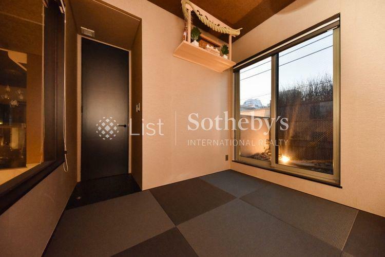 子供部屋 和室 客間としても使える和室はバルコニー付で落ち着きある空間。