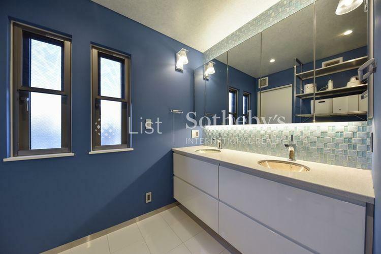 洗面化粧台 洗面 朝の忙しい時間帯にもゆとりがうまれるダブルボウル洗面台。
