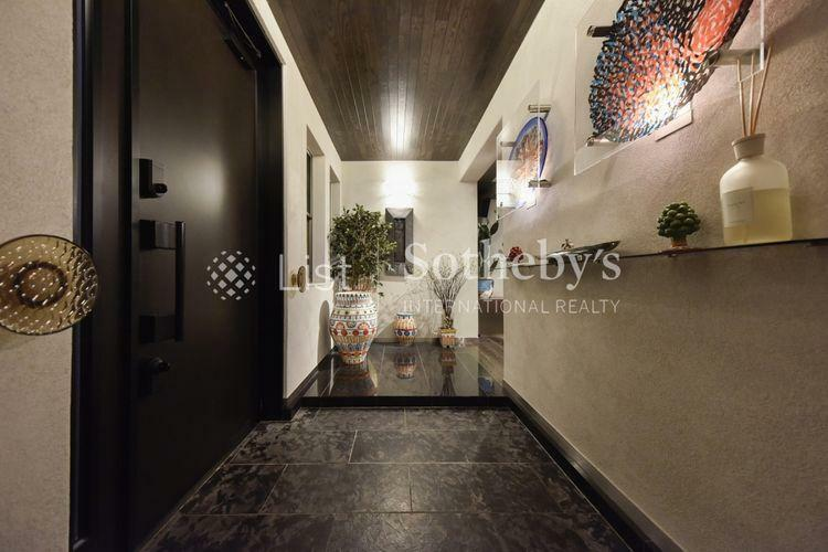 玄関 玄関 SICを擁する玄関はプライベート空間が見えないような設計になっております。