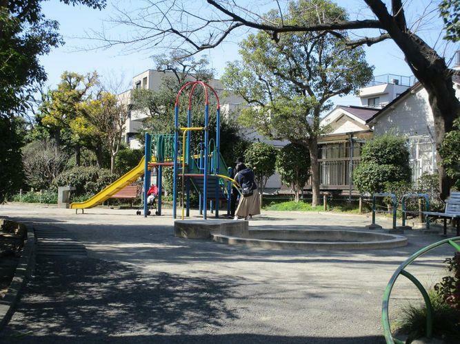 現況写真 西大井広場公園向かい側遊歩道 公園